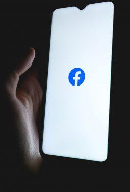 Ladebildschirm der Facebook App auf einem iPhone mit iOs