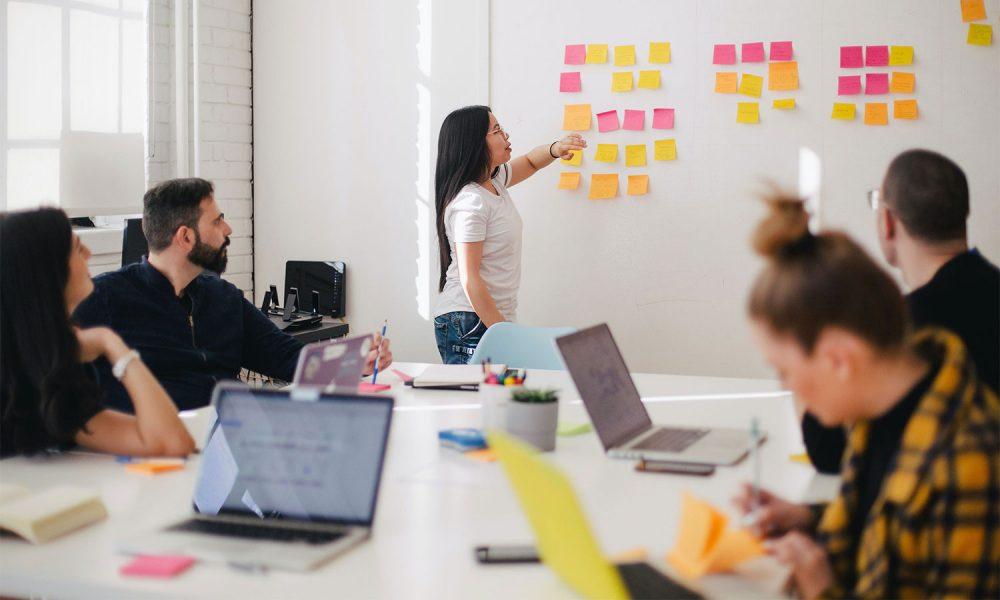 Workshop und Meeting eines Teams